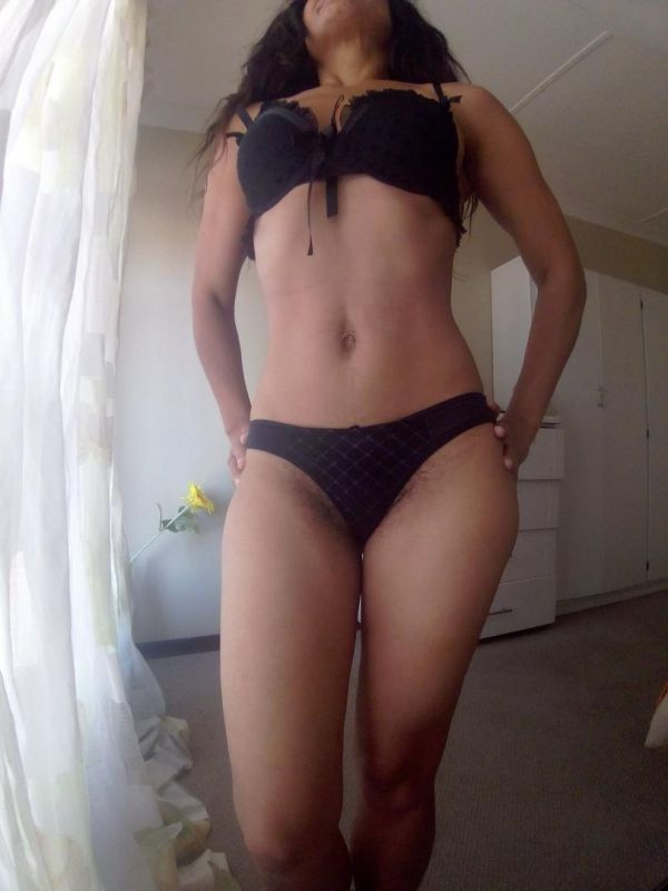 South Africa (Johannesburg) cheap escort sells her body for ZAR 1500 per hour
